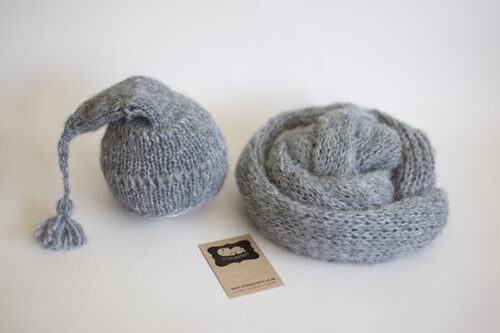 Sleepy Cap in your choice of colour with matching long knit wrap