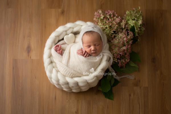 Newborn Heart Bonnet wool Bowl